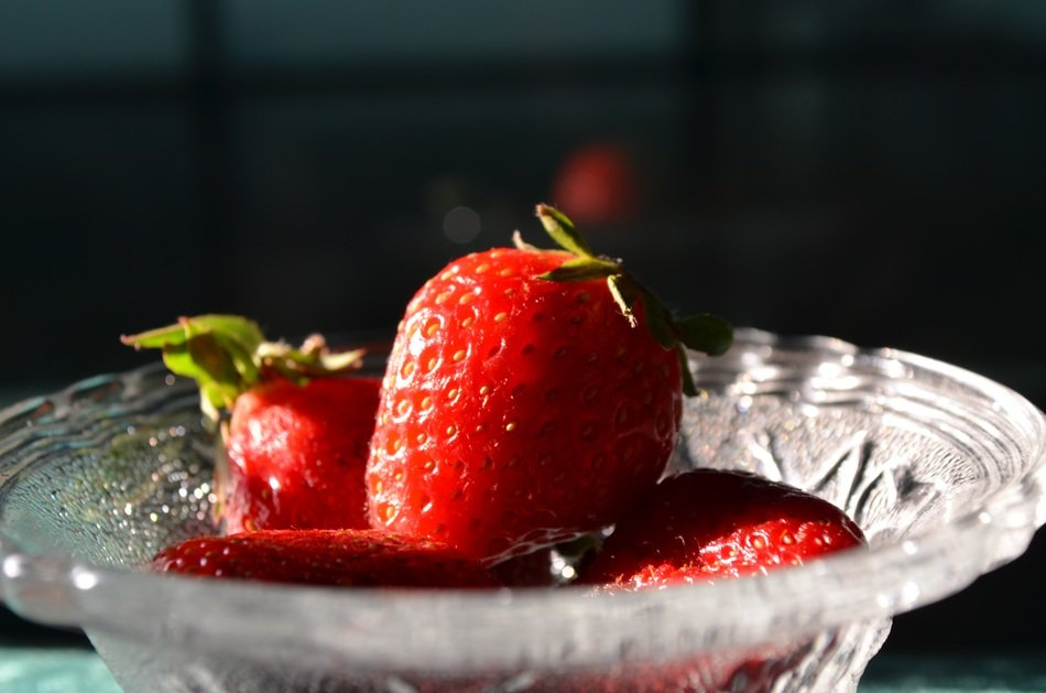 ripe strawberries in a glass bowl