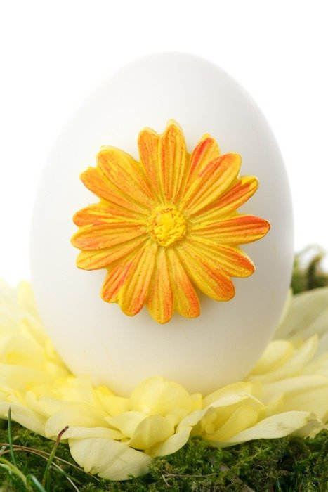egg with a flower decoration