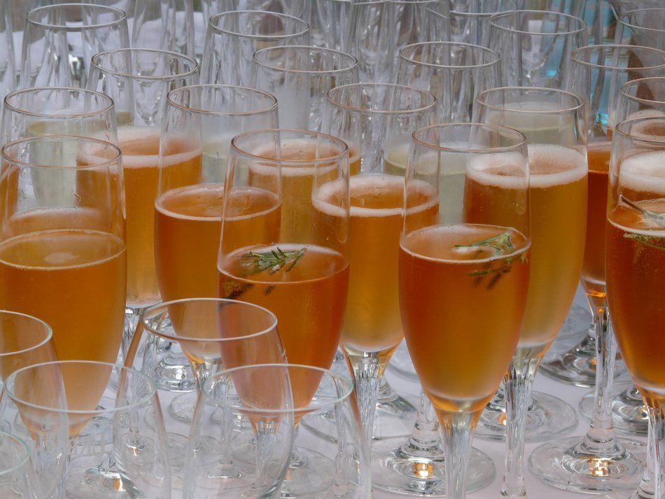 champagne glasses for banquet