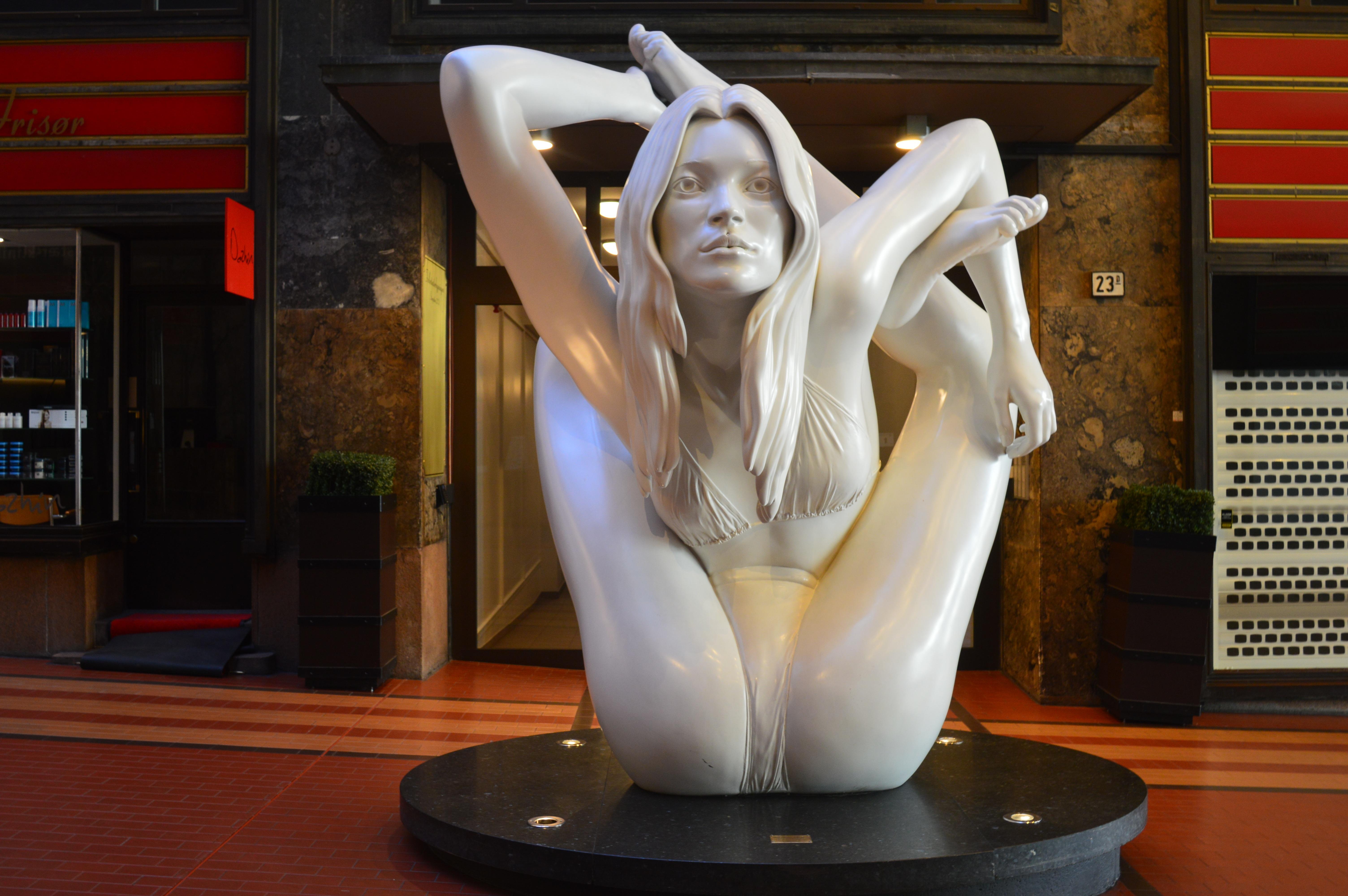 любовницы столах, искусство фото вагин предсказывать следующий шаг