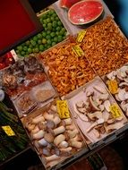 mushrooms market chanterelles