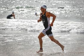 triathlon runner