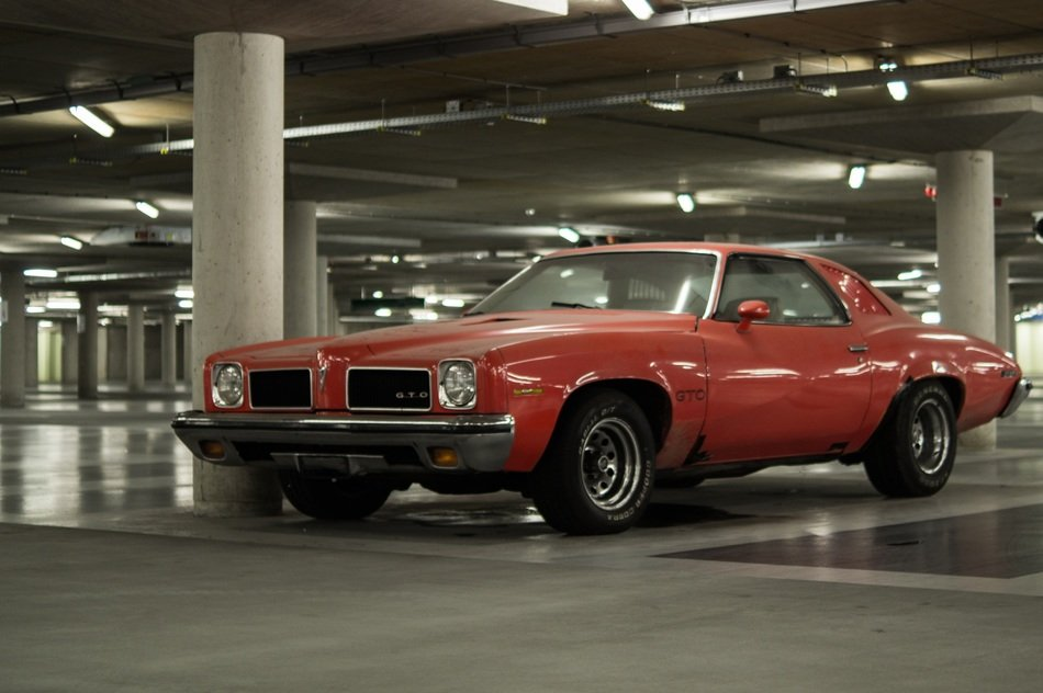 muscle car american red garage