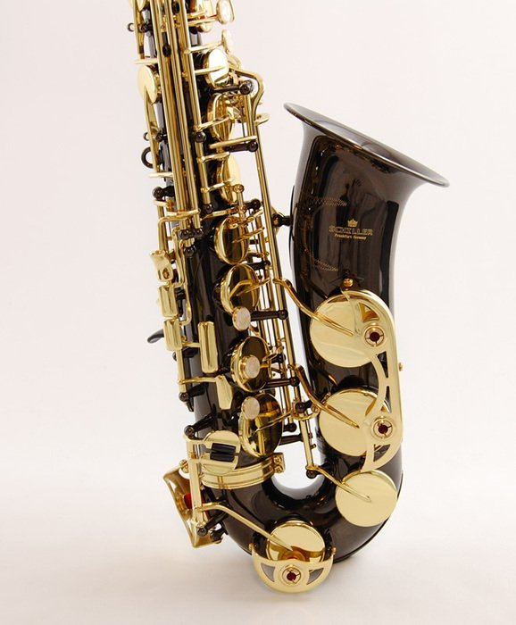 black and golden saxophone