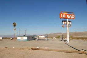 "gas station ""LO Gas"""