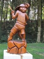 wooden figure of a cat in boots in the park