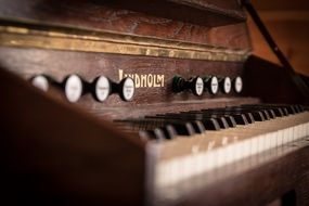 keyboard instrument music old