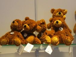 teddy bears in storefront