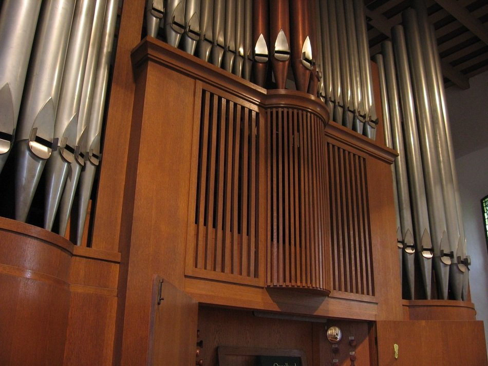 Whistle of church organ