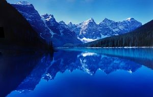 magnificent moraine lake reflection water still