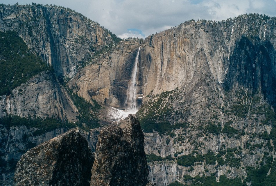 waterfall in the yosemite national park
