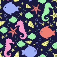 Seamless pattern with sea creatures doodles starfish fish seahorse shell