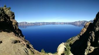 photo of crater lake in the national park in Oregon