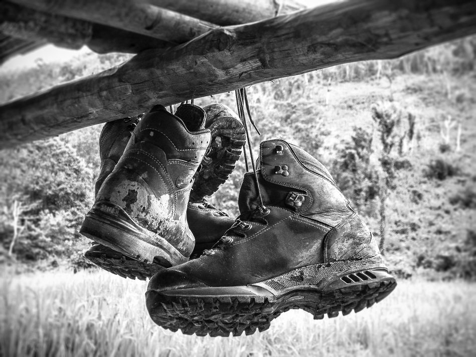 hiking mountaineering shoes