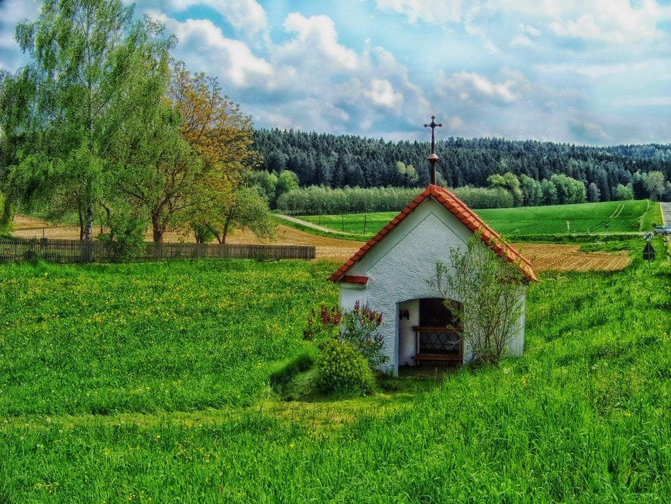 small chapel on beautiful landscape in bavaria