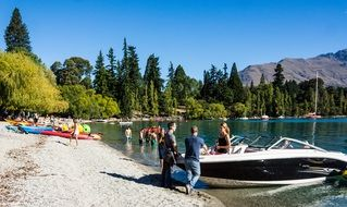 scenic lake wakatipu in new zealand