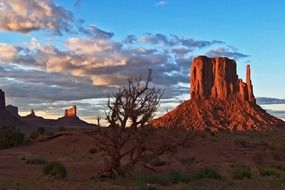 monument valley in Arizona at the sunset
