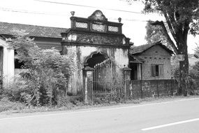 abandoned house white black photo