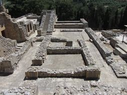 ruins of a palace on the Minoan islands