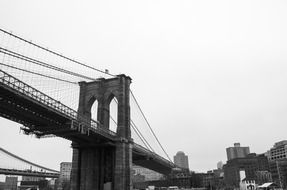 Black and white image of the Brooklyn bridge