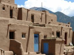 clay houses in New Mexico