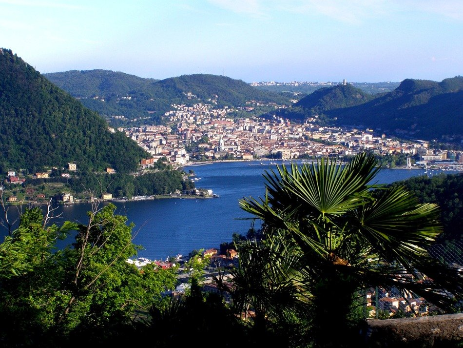 panoramic view of lake como on a sunny day