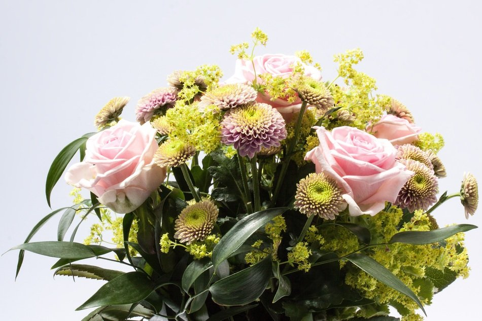 Bouquet of chrysanthemums and roses