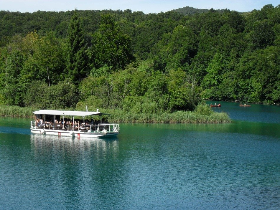 Pleasure craft on the Plitvice Lakes