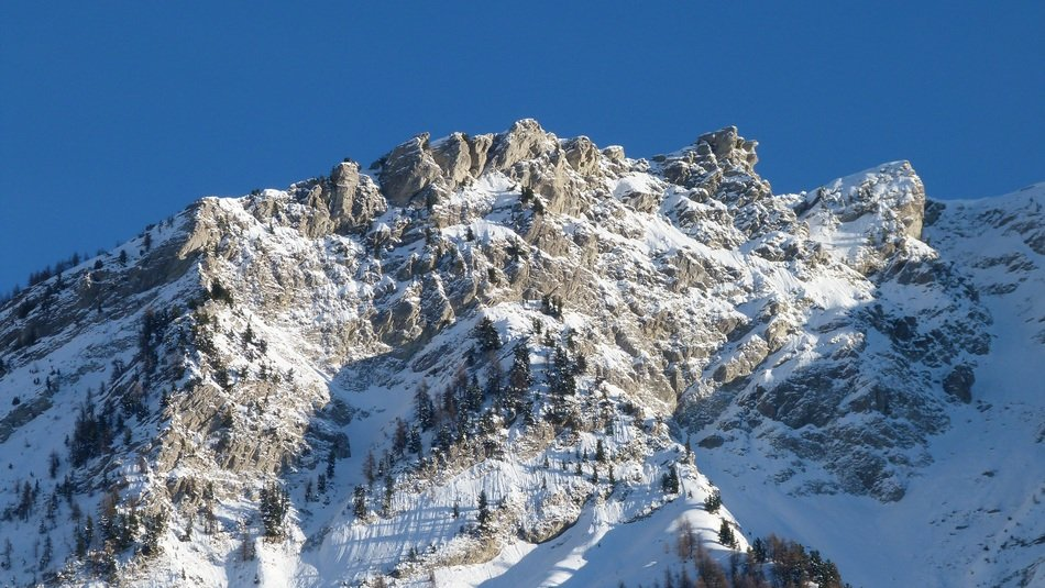 photo of snowy mountains in Champsaur Valley