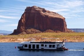 gouse boat in arizona lake landscape