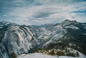 snowy mountains in the Yosemite national park