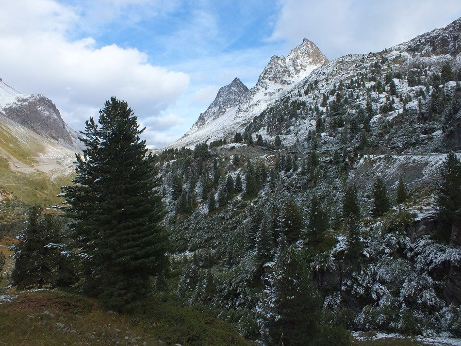 autumn, the beginning of winter in the Alps