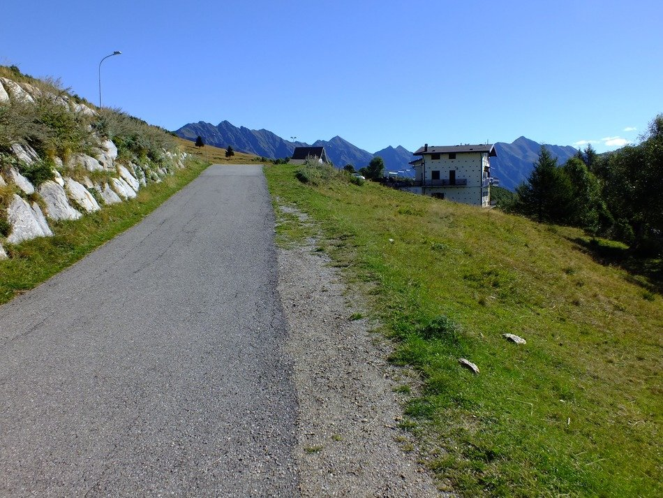 road along the scenic mountain landscape