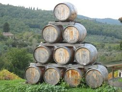 wine barrels are folded in the shape of a triangle