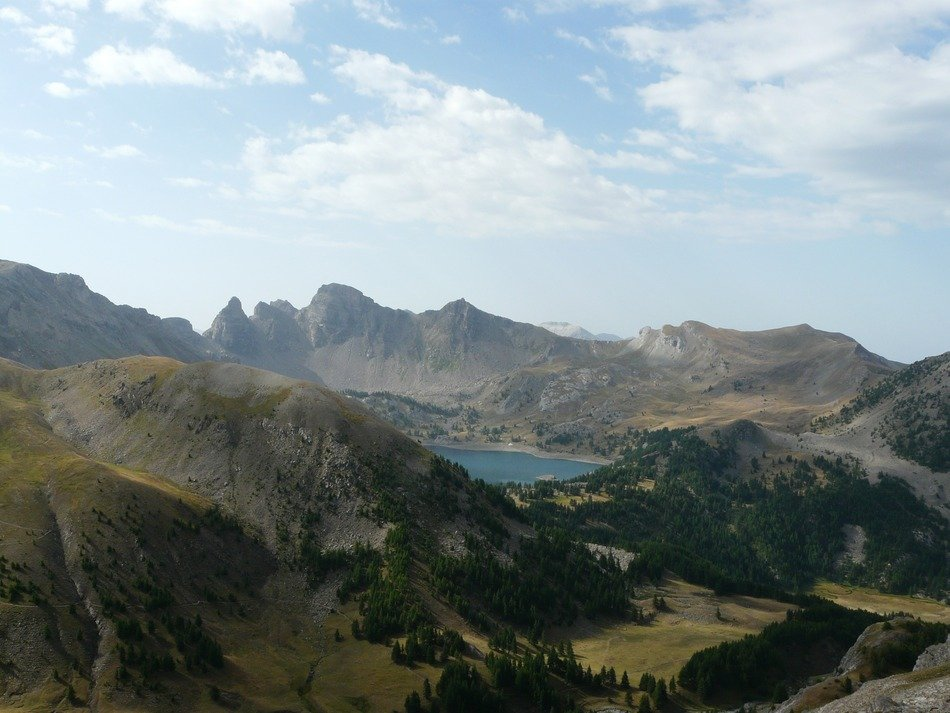 a distant view of the lake in the Mercantour