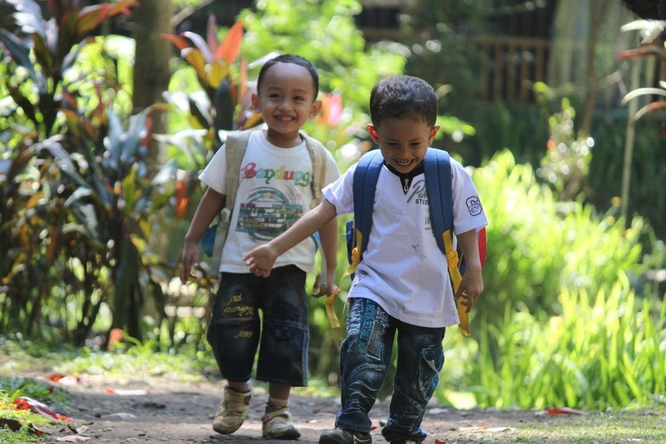 Indonesian children are playing