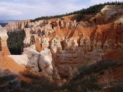 orange white rocks in Bryce canyon