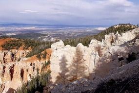 limestone rocks in bryce canyon national park