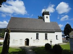 white church in Kipfenberg