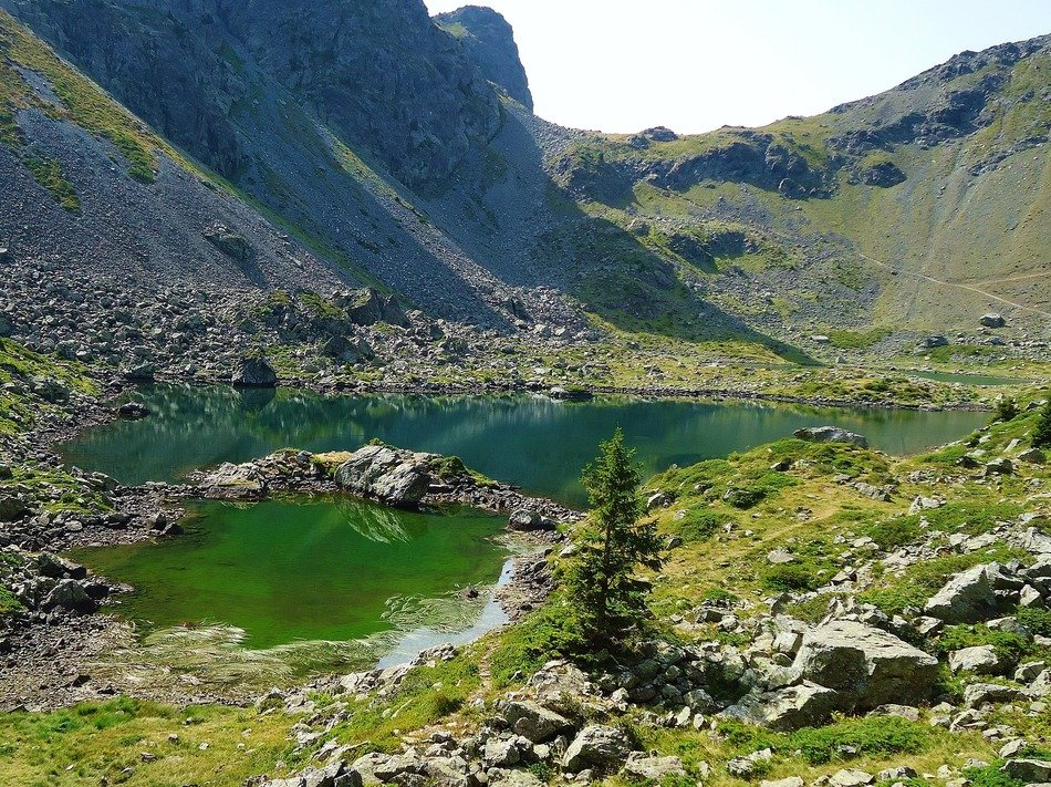 mountain lakes in France