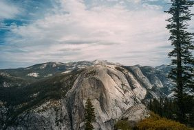 scenic mountains in the yosemite national park