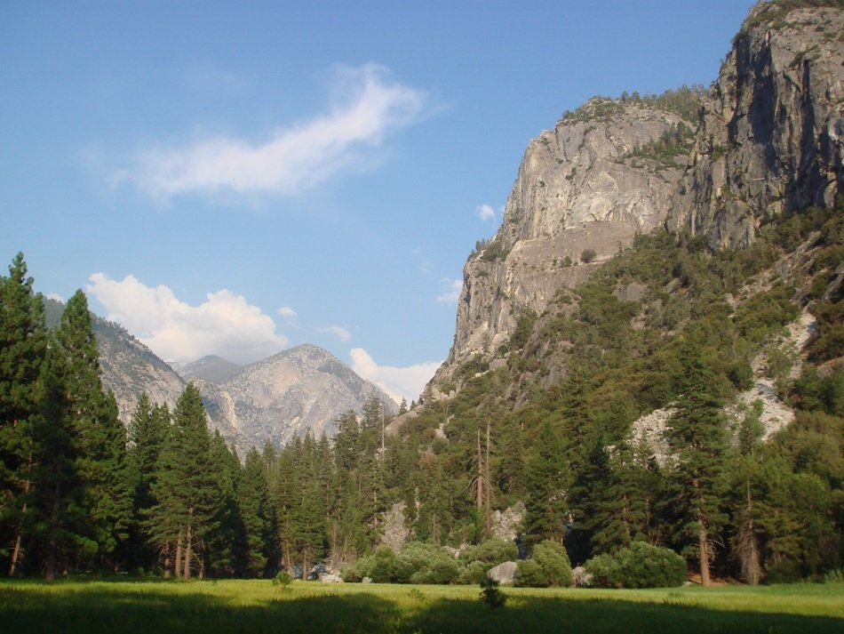 beautiful picturesque kings canyon in california
