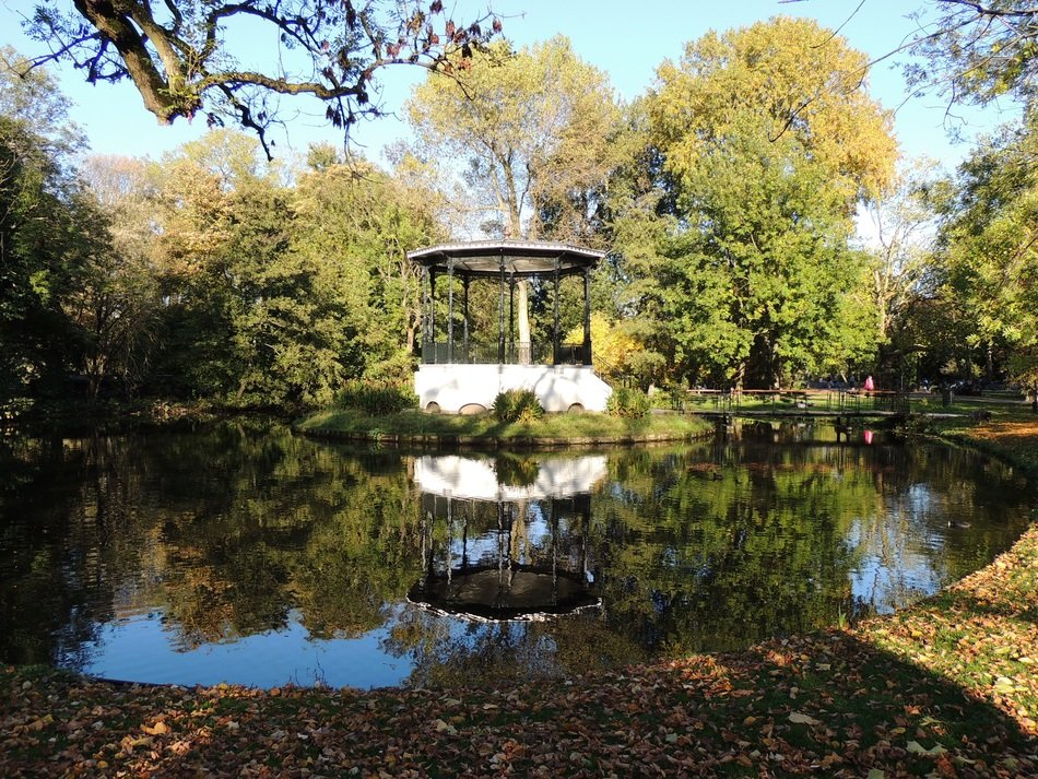 gazebo on the water in the park