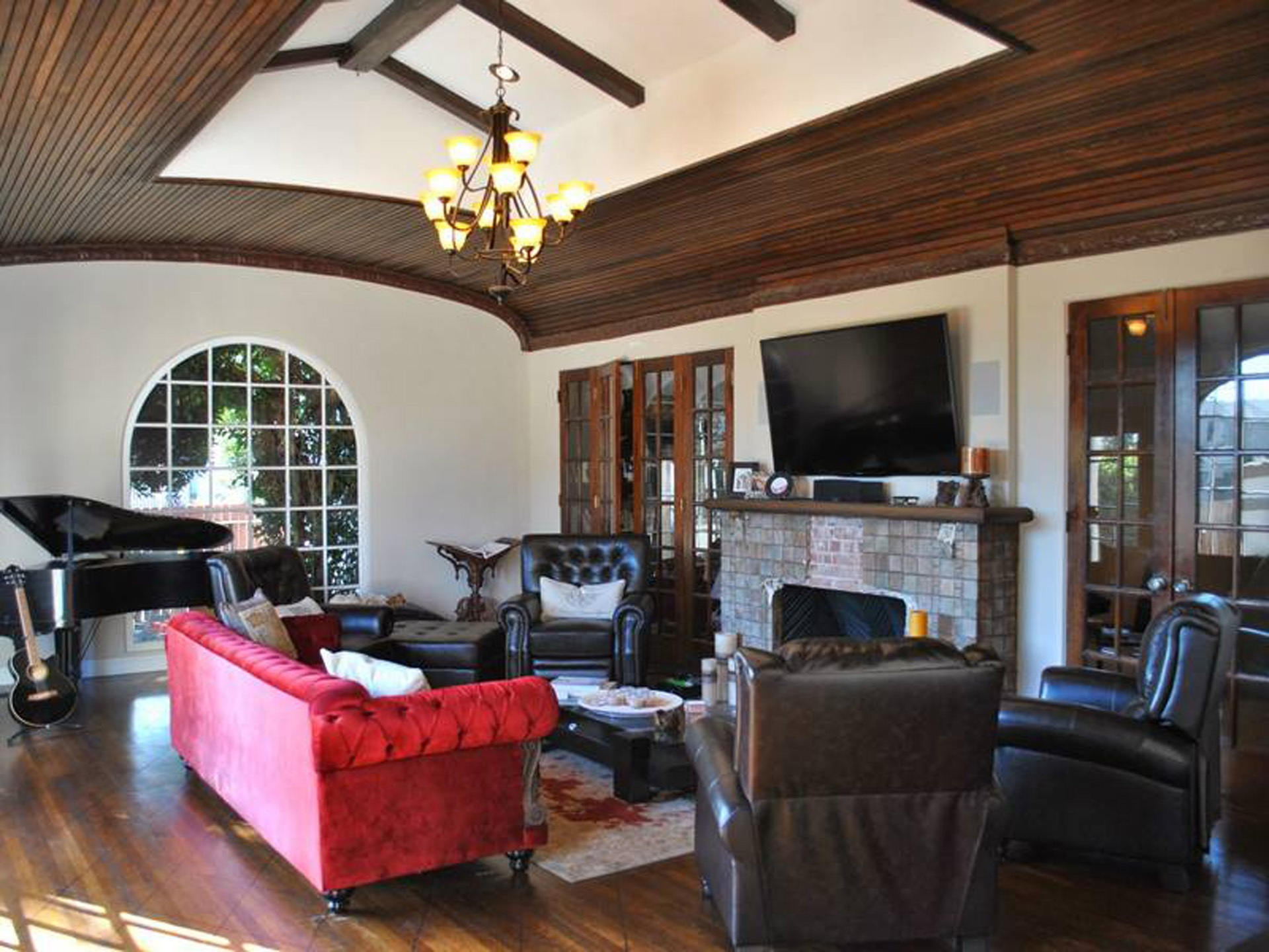 A nice living room of filming locations free image for Living room 75020