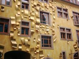 Gold elements on a facade