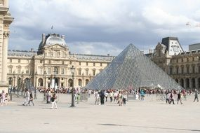 louvre paris pyramid glass