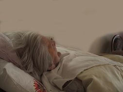 woman with alzheimer's disease is on the bed