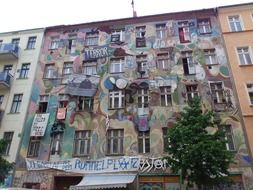 facade graffiti in Berlin