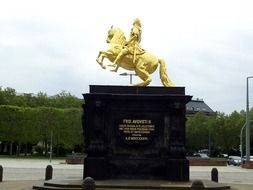 monument to the golden horseman in dresden