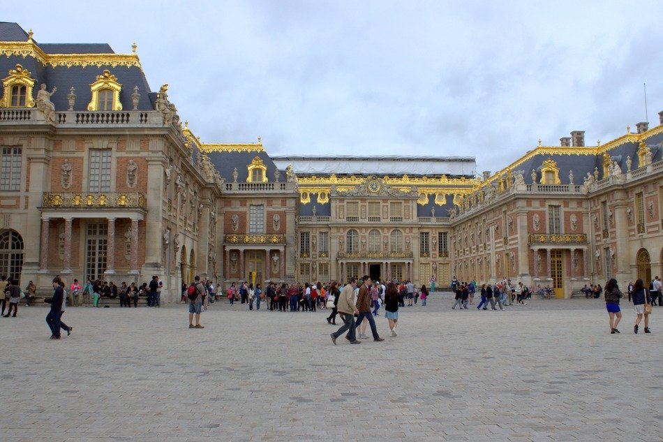 versailles palace with tourist
